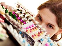 žena, doktorka, tabletky, lieky