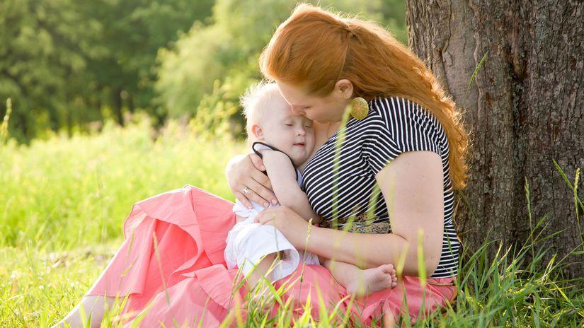 matka, dieťa, príroda, bábätko, objatie, láska