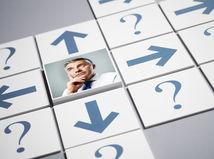 muž, senior, rozmýšľanie, zamyslený, otázky, otázniky