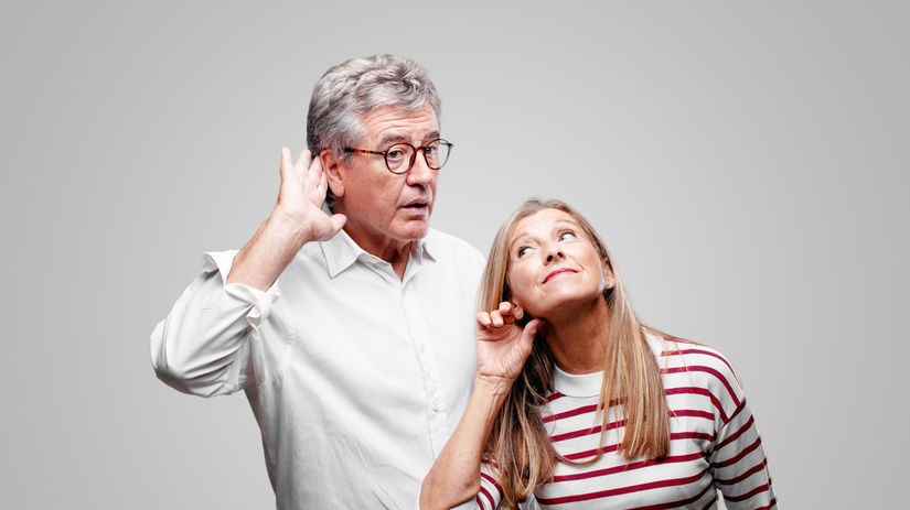 manželia, seniori, penzisti, počúvanie, sluch,...