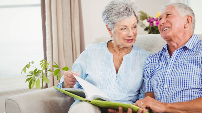seniori, penzisti, manželia, čítanie