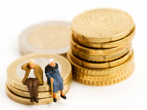 manželia, seniori, figúrky, mince, euro