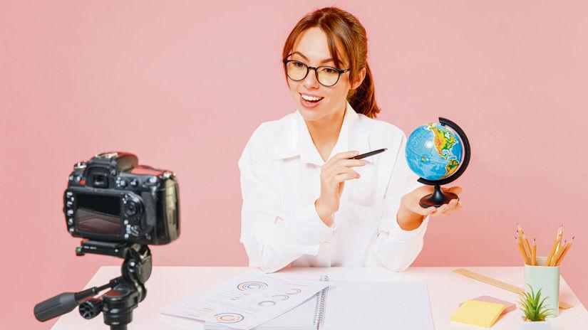 učiteľka, geografia, zemeguľa, glóbus, kamera