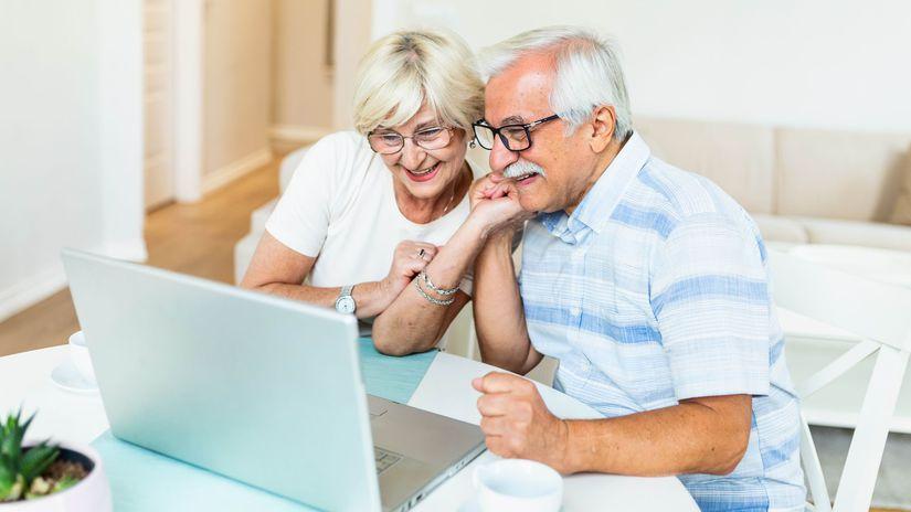 seniori, manželia, notebook, radosť