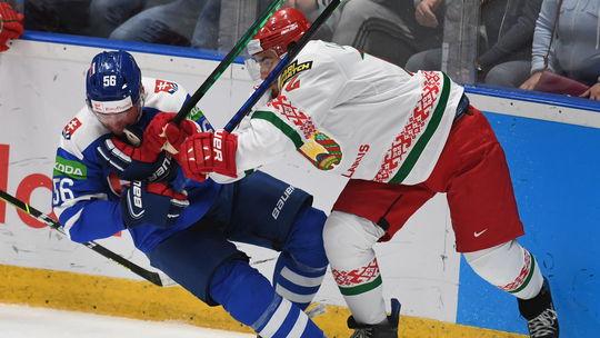 Le joueur de hockey slovaque Marko Daňo (à gauche) et le joueur ...