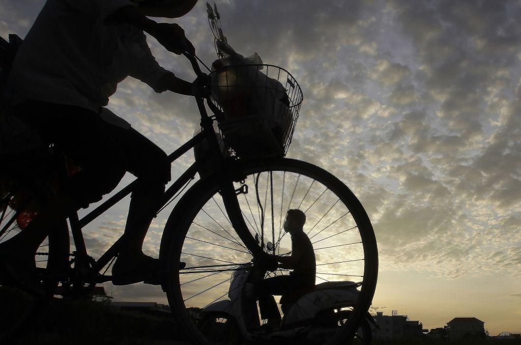 bicykel, cyklisti,