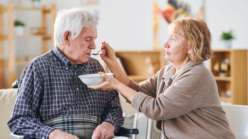 seniori, opatrovanie, kŕmenie, asistencia, ŤZP