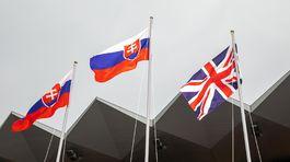 Drapeau slovaque avec drapeau britannique pendant le podium ...