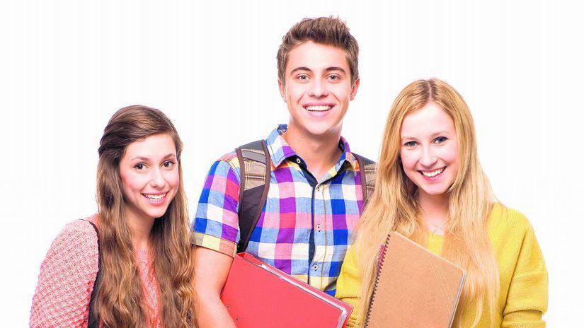 žiaci, študenti, spolužiaci, kamaráti, úsmev