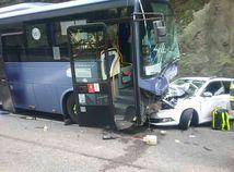 nehoda autobus auto