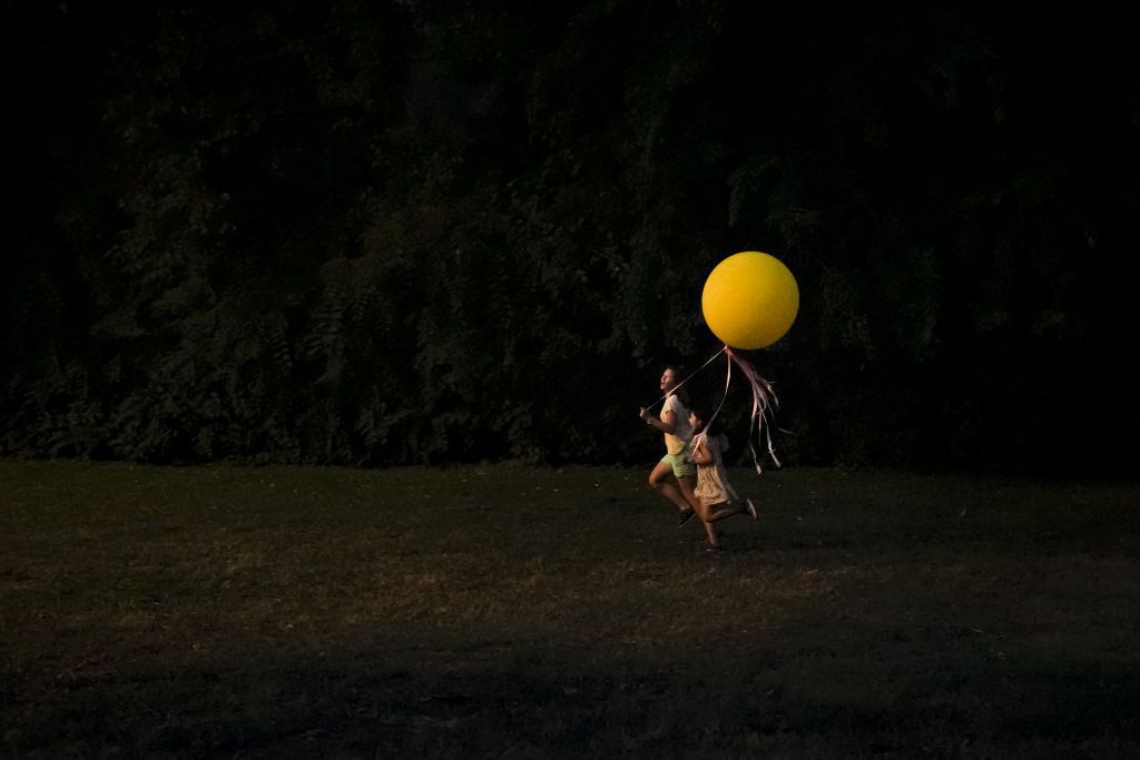 Balón, noc, večer