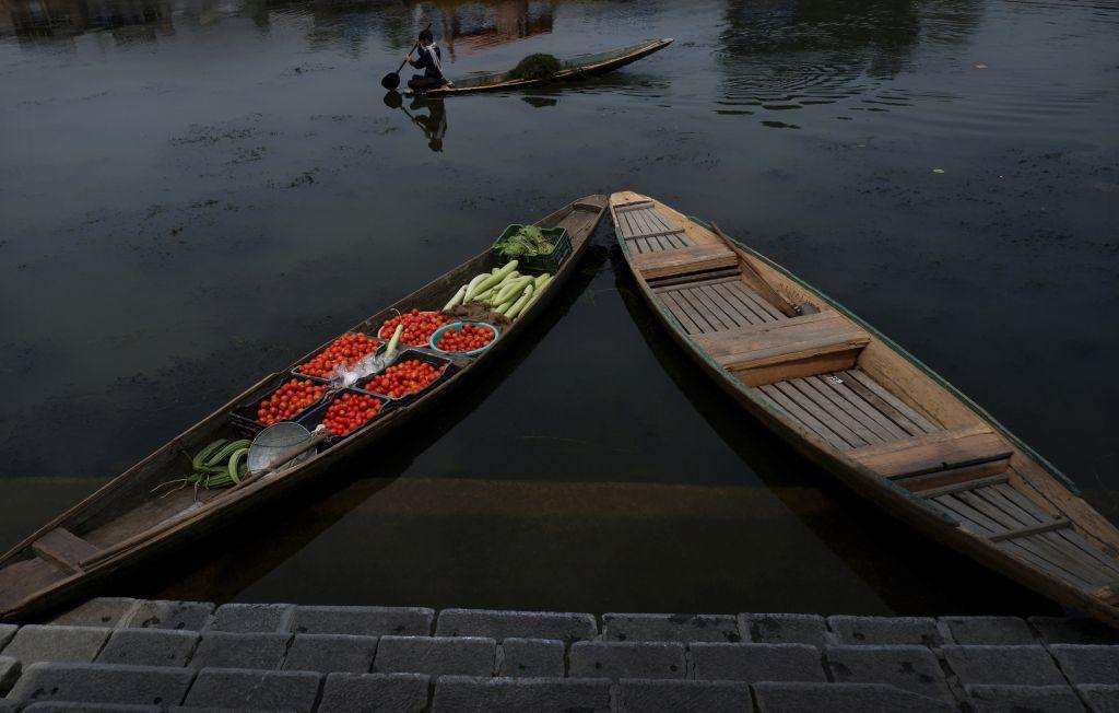 India, Kašmír, lode, člny, jazero