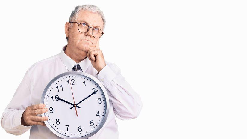 senior, hodiny, čakanie, rozmýšľanie
