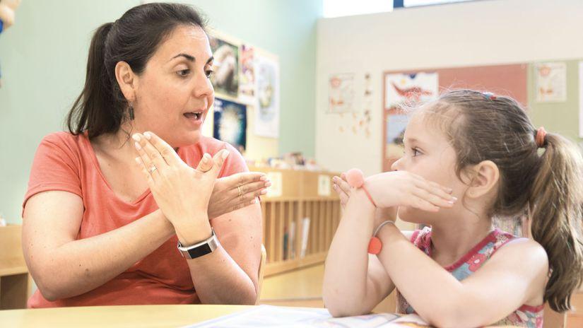 dieťa, ťzp, učiteľka, posunková reč