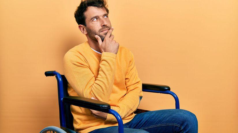 muž, rozmýšľanie, invalidný vozík, ŤZP
