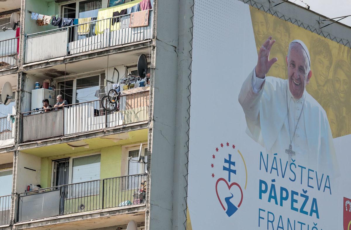Luník 9, pápež,
