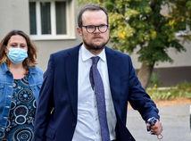 Advokát z Nitry karhá Kubinu, obhajcu zadržaných vyšetrovateľov: Urazil si sudcu