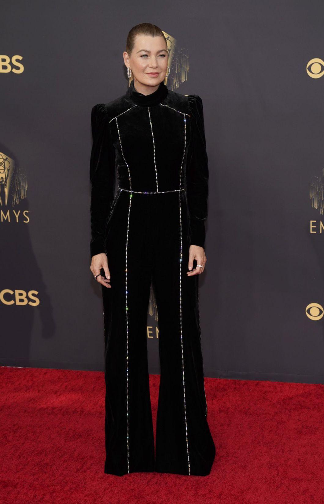 Herečka Ellen Pompeo v nohavicovom overale Elie...
