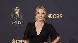 Herečka Kate Winslet si na slávnostný večer obliekla model Giorgio Armani.
