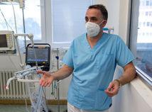 Primár Hložník: Ak lekári šíria dezinformácie, musíme sa ozvať