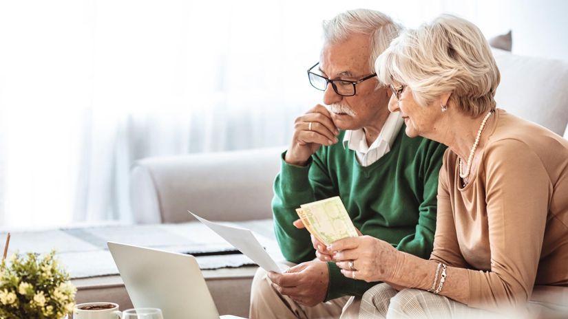 manželia, penzisti, notebook, rozmýšľanie,...