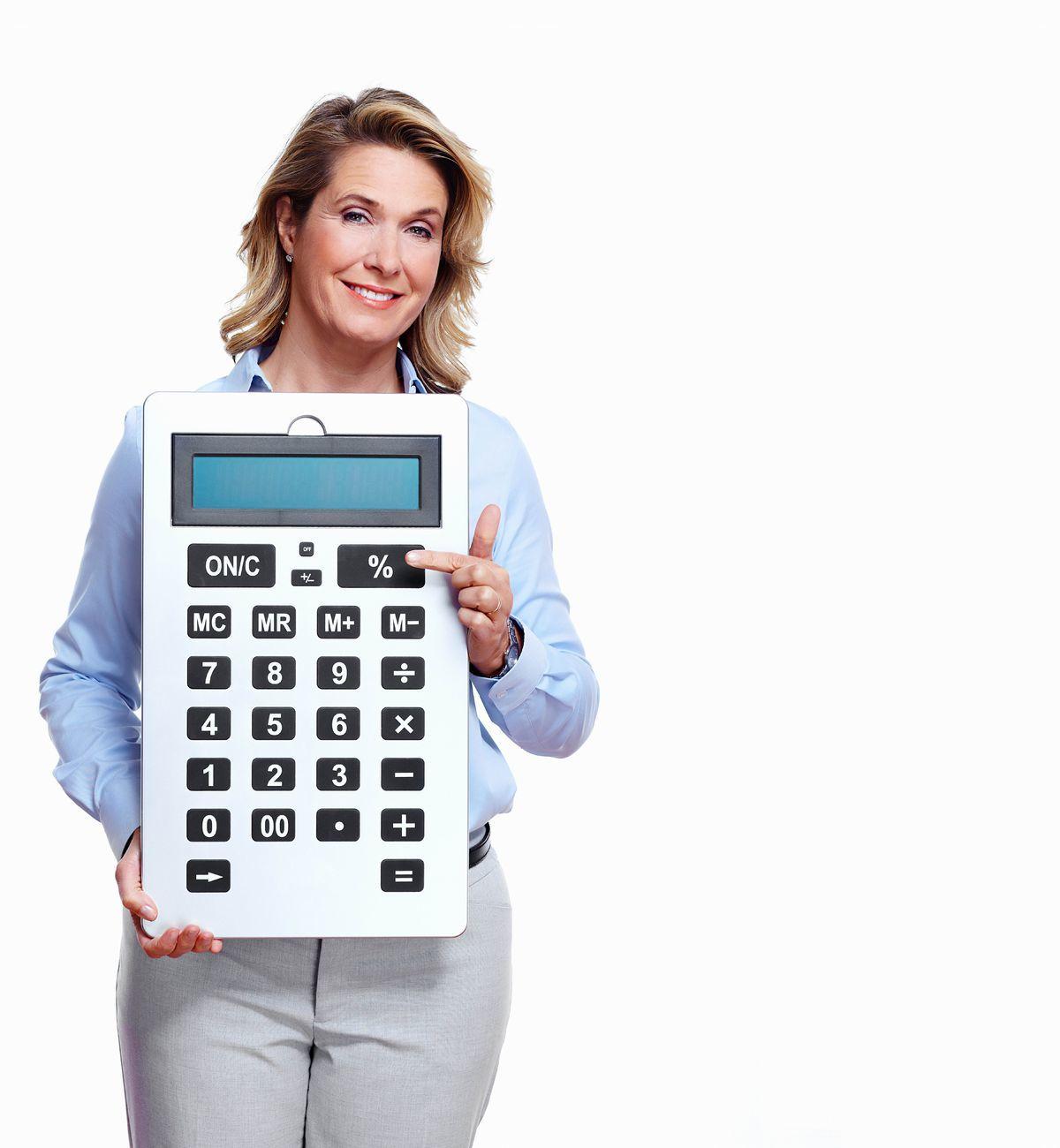 žena, kalkulačka, úsmev