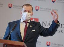 Vyšetrovateľ NAKA Čurilla chce od Kollára ospravedlnenie a stotisíc eur