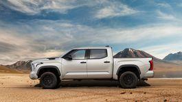 2022 Toyota Tundra Front-Quarter 037-1500x850
